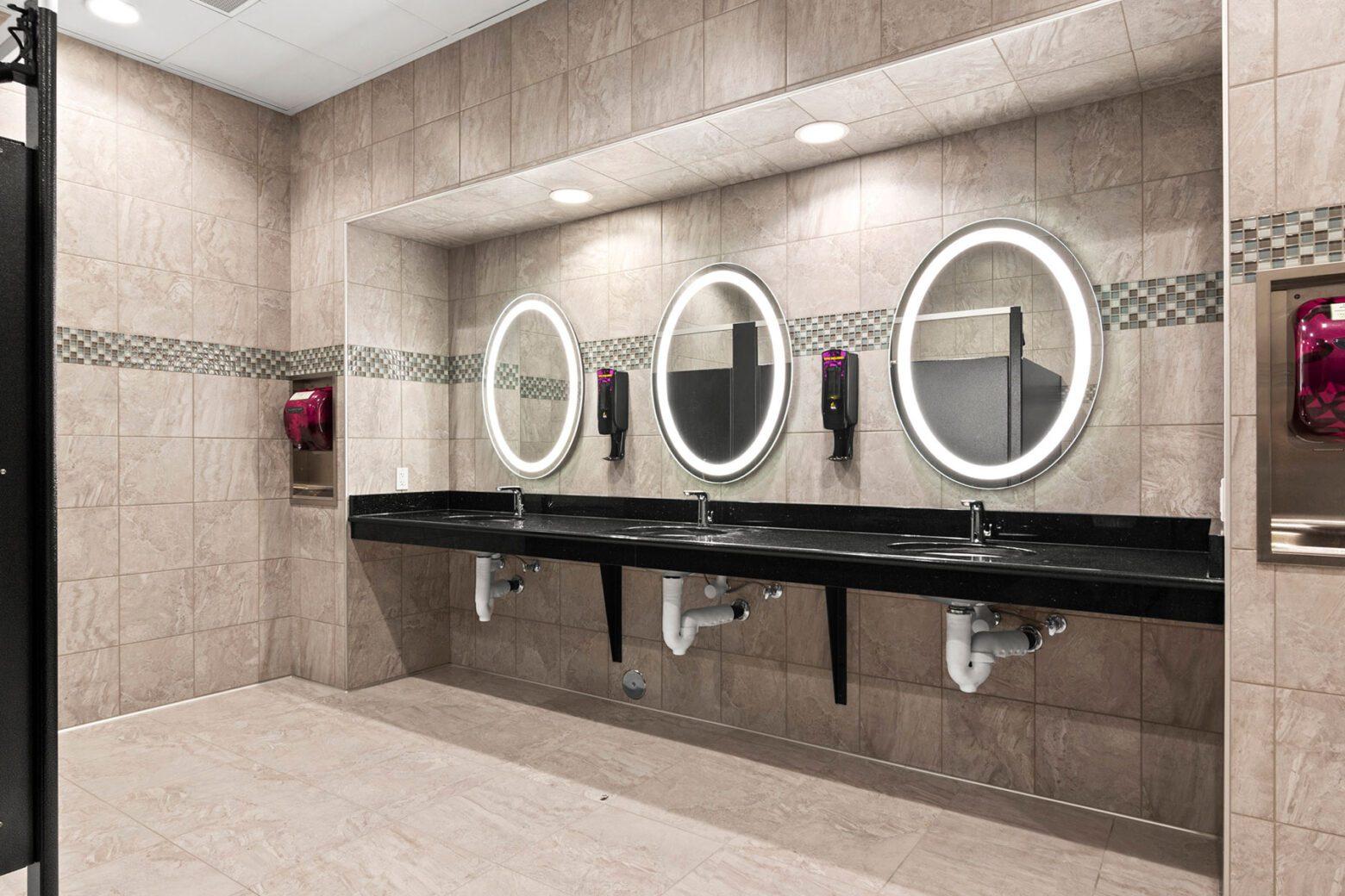 Planet Fitness San Pablo bathroom